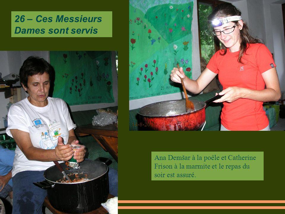 14-8-2011 Ana Demšar à la poêle et Catherine Frison à la marmite et le repas du soir est assuré.