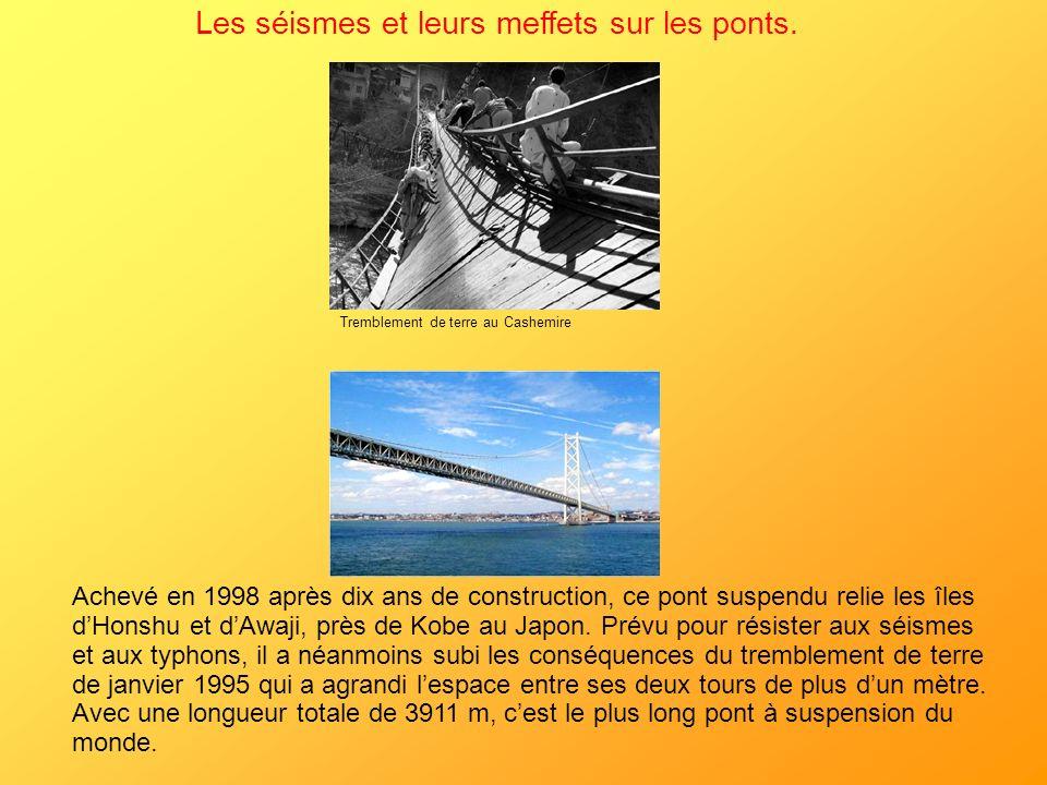 Achevé en 1998 après dix ans de construction, ce pont suspendu relie les îles dHonshu et dAwaji, près de Kobe au Japon. Prévu pour résister aux séisme