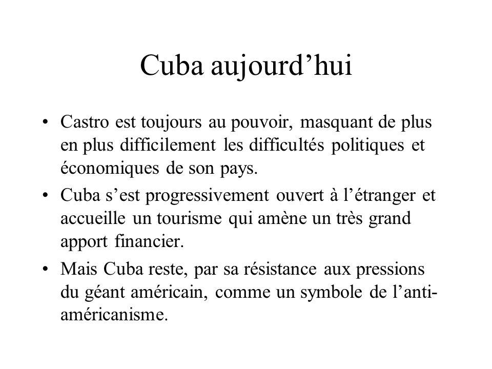 Crises cubaines Des milliers de Cubains fuient le régime de Castro. En avril 1961, quelques milliers dexilés aux USA, entraînés par la CIA, tentent un