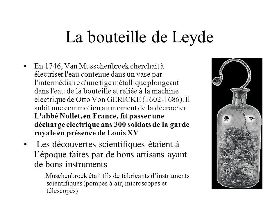 La bouteille de Leyde En 1746, Van Musschenbroek cherchait à électriser l'eau contenue dans un vase par l'intermédiaire d'une tige métallique plongean