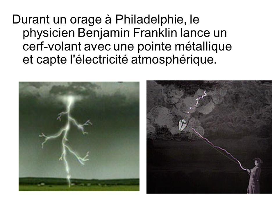 Durant un orage à Philadelphie, le physicien Benjamin Franklin lance un cerf-volant avec une pointe métallique et capte l'électricité atmosphérique.
