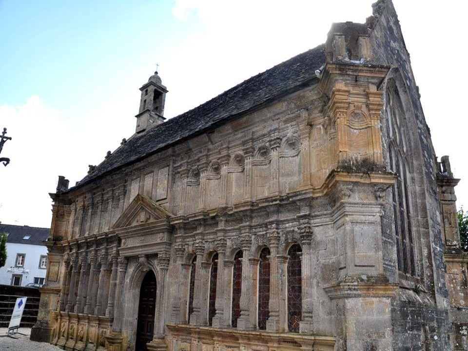OSSUAIRE Il date du XVIIème siècle (1639-1640). Il s'agit de l'ancienne chapelle Sainte-Anne. La porte de la façade principale est surmontée d'un fron