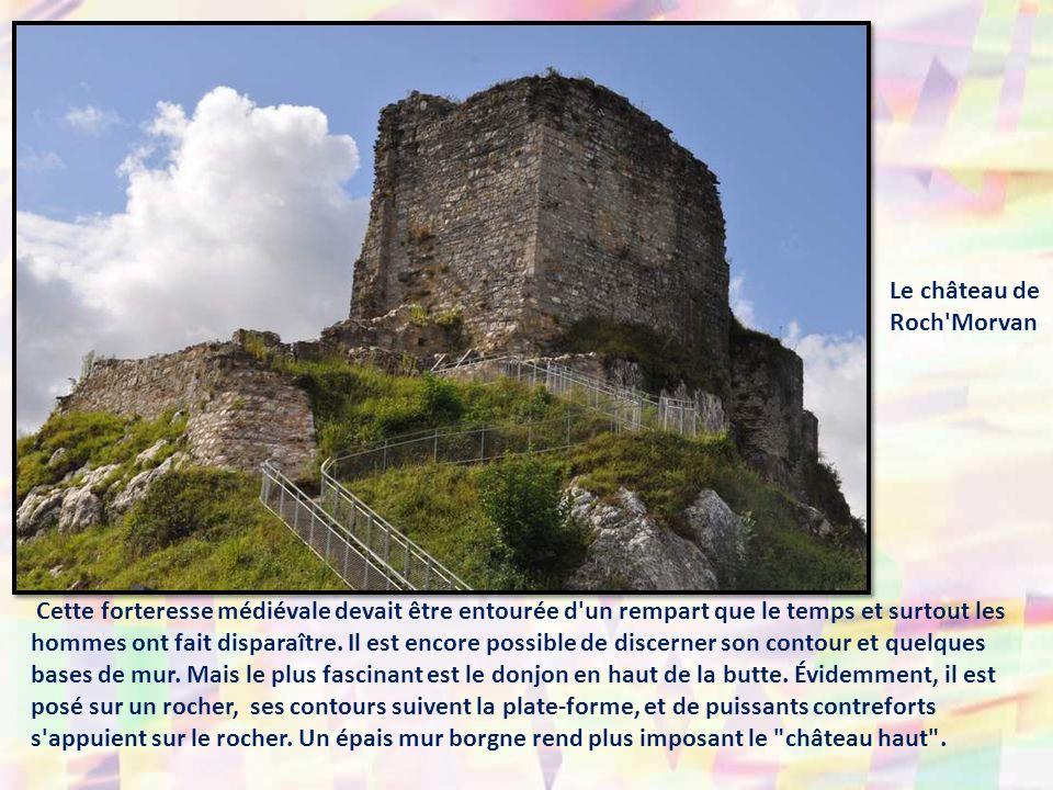Cette forteresse médiévale devait être entourée d un rempart que le temps et surtout les hommes ont fait disparaître.