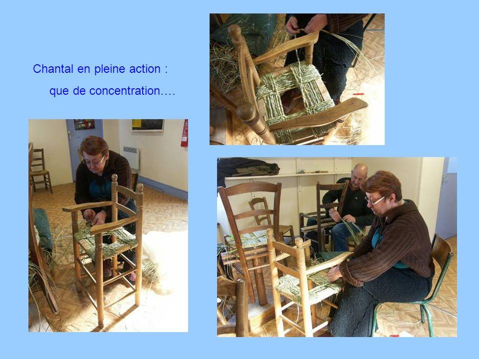 Après le rempaillage …. Les outils sont prêts … Pour le rembourrage Nicole est sur le point dachever sa 3 ème chaise !