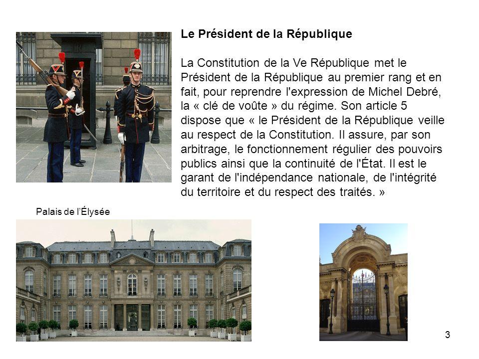 3 Le Président de la République La Constitution de la Ve République met le Président de la République au premier rang et en fait, pour reprendre l'exp