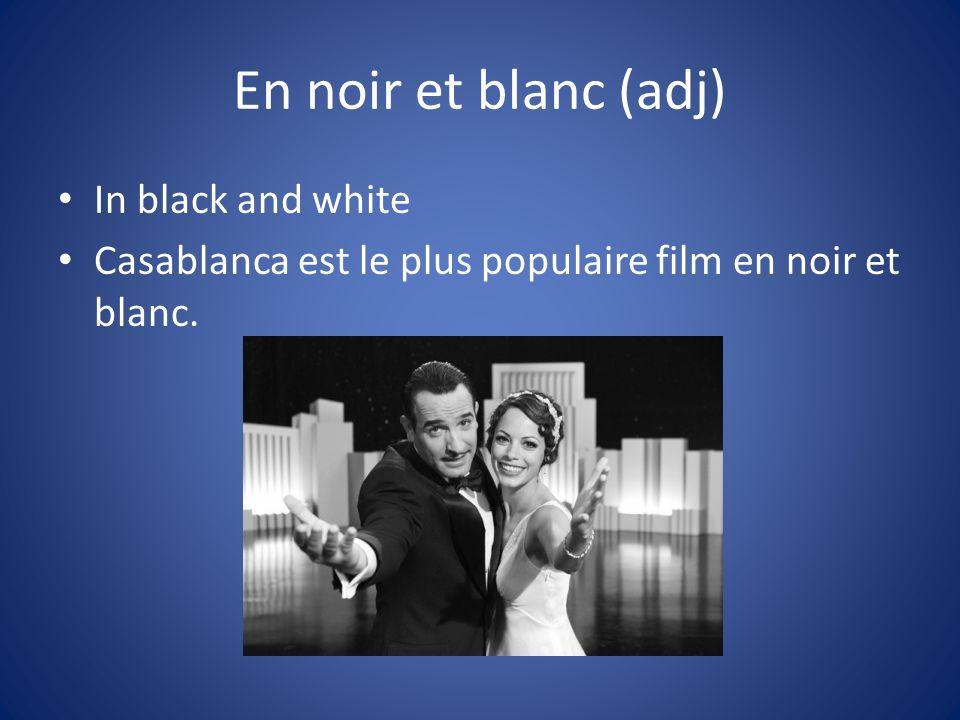 En noir et blanc (adj) In black and white Casablanca est le plus populaire film en noir et blanc.