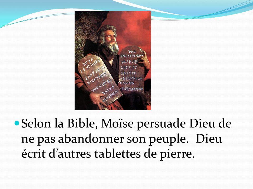 Selon la Bible, Moïse persuade Dieu de ne pas abandonner son peuple. Dieu écrit dautres tablettes de pierre.