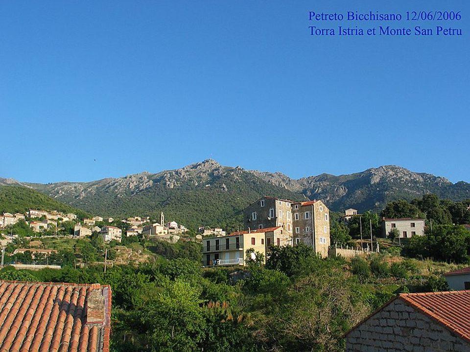 La Corse est une terre de contrastes, véritable « montagne dans la mer » - Le Monte Cinto culmine à 2710 mètres - lîle (avec plus de 1000 km de côtes) forme un château deau douce dans la Méditerranée; elle est située à 200 km environ au sud-est de la Côte dAzur, à l ouest de la Toscane dont elle est proche et au nord de la Sardaigne.