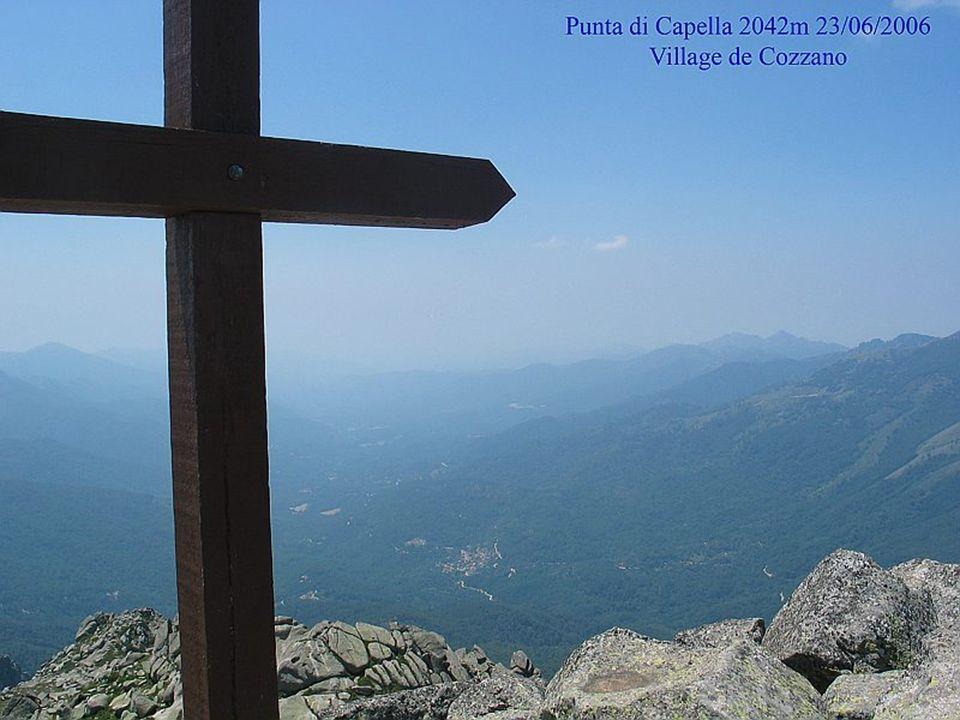 Sur le GR 20 vue sur refuge de Prati et Punta di Capella