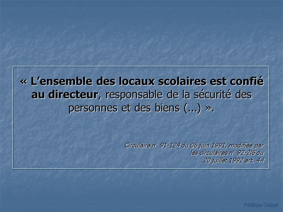 « Lensemble des locaux scolaires est confié au directeur, responsable de la sécurité des personnes et des biens (...) ».