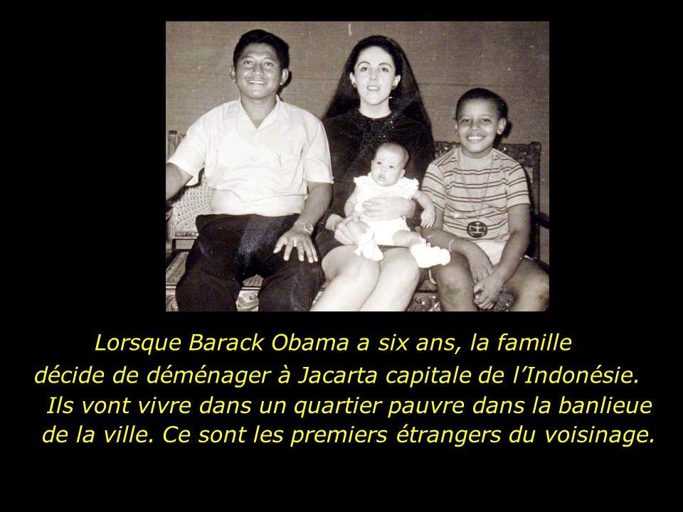 Et avec sa nouvelle famille, en plus dune soeur, Obama gagne un beau-père, Lolo Soetoro, de nationalité indonésienne Dans les premières années, la famille vit à Hawaïï, où Lolo Soetoro complète ses études en géologie.