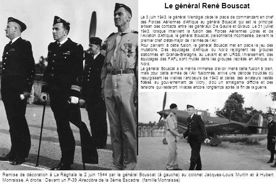 Remise de décoration à La Réghaïa le 2 juin 1944 par le général Bouscat (à gauche) au colonel Jacques-Louis Murtin et à Hubert Monraisse. A droite : D