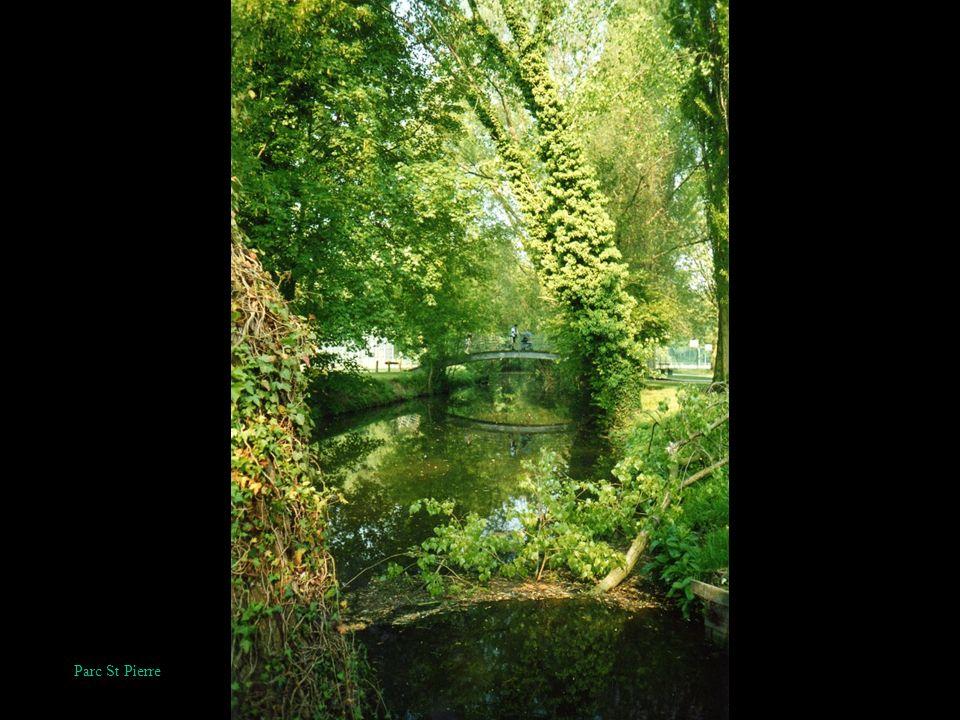 Amiens, quartier de la Neuville, sur la route de Camon
