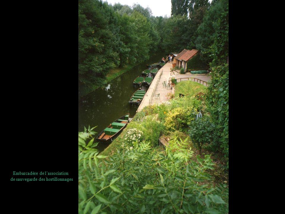 Autre embarcadère, sur le chemin de halage entre Amiens et Camon.