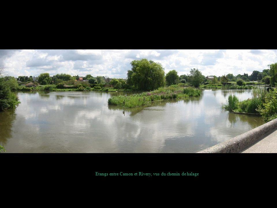 La Somme et le chemin de halage au pont de Camon; vue vers Amiens