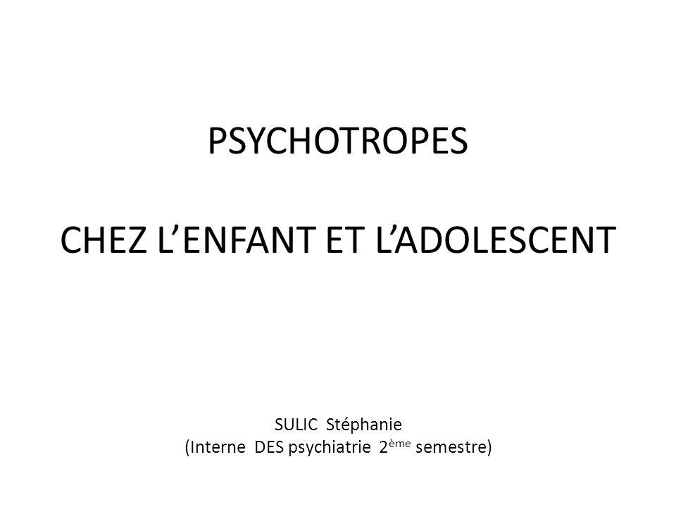 Troubles du comportement (TdC) Abordé ici uniquement les manifestations cliniques associées aux TdC qui posent des problèmes pharmacologiques: agressivité +++ (impulsivité et instabilité affective) Définition du TdC: prédominance de lagir sur la mentalisation/ Est pathologique si intense, répétitif et envahissant TdC chez le jeune: - Soit dorigine psychopathologique (= indicateur dun processus pathologique) - Soit lié à un contexte social particulier (= reflet de ce dysfonctionnement) Ojectif de lintervention médicamenteuse : Obtenir une meilleure adhésion aux soins (psychothérapie) chez les enfants/ado agressifs, impulsifs ou au contenu émotionnel instable Particularités: - Pas de traitement pharmacologique spécifique des TdC / Aucune AMM - Prescription durgence en fonction du tableau symptomatique aiguë - Prescription au long cours (si besoin est) en fonction du tableau syndromique sous jacent Qui traiter : Les jeunes avec TdC persistant et intense/ Les jeunes présentant une comorbidité psychiatrique accessible à un traitement médicamenteux
