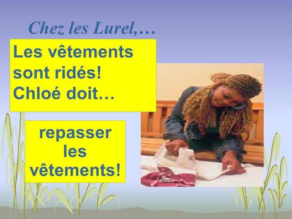 Chez les Lurel,… repasser les vêtements! Les vêtements sont ridés! Chloé doit…
