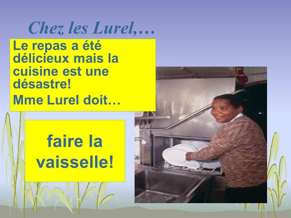 Chez les Lurel,… faire la vaisselle. Le repas a été délicieux mais la cuisine est une désastre.