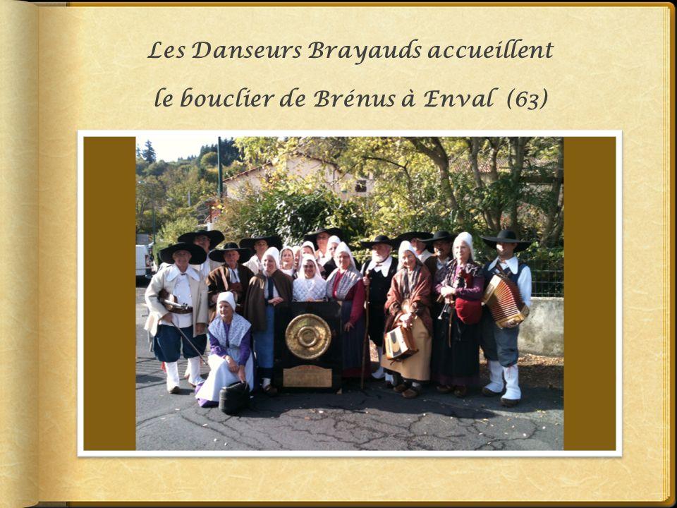 Les Danseurs Brayauds accueillent le bouclier de Brénus à Enval (63)