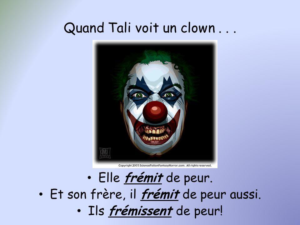 Quand Tali voit un clown... Elle frémit de peur. Et son frère, il frémit de peur aussi. Ils frémissent de peur!