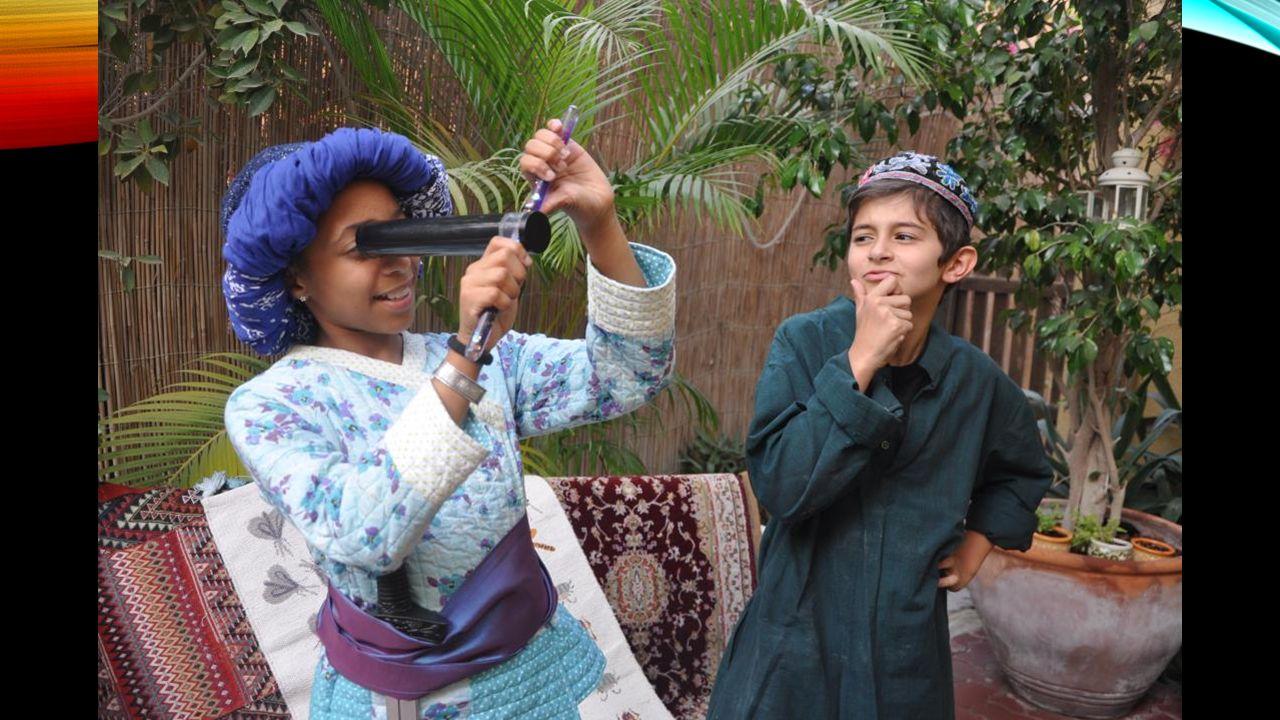 Ali, le cadet, acheta un tube à travers lequel on pouvait voir ce que lon voulait.
