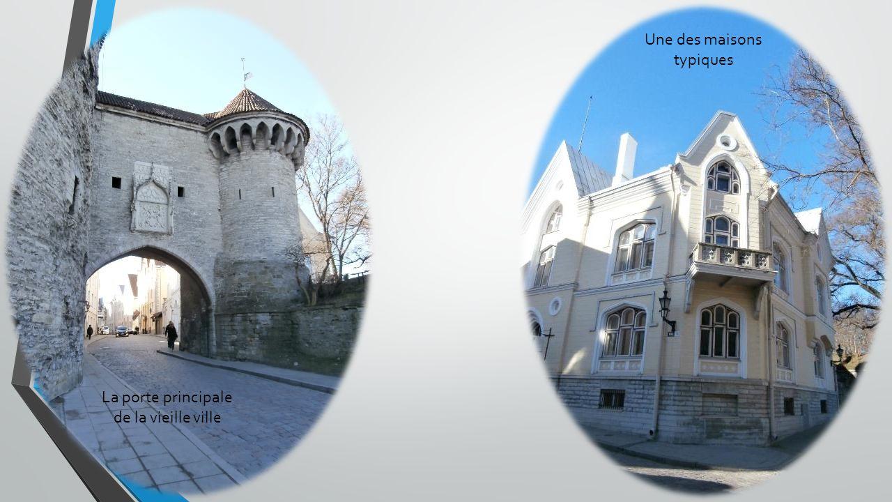 La porte principale de la vieille ville Une des maisons typiques