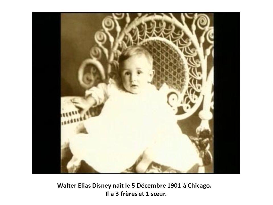 Walter Elias Disney naît le 5 Décembre 1901 à Chicago. Il a 3 frères et 1 sœur.