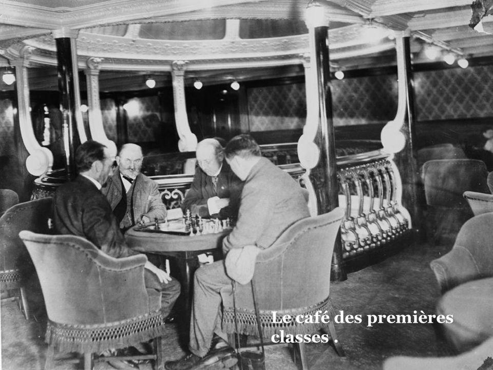 Bar et fumoir de la première classe.