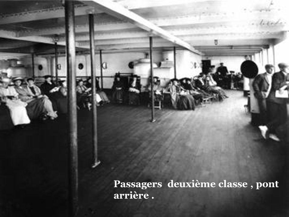 Une cabine pour les deuxièmes classes.