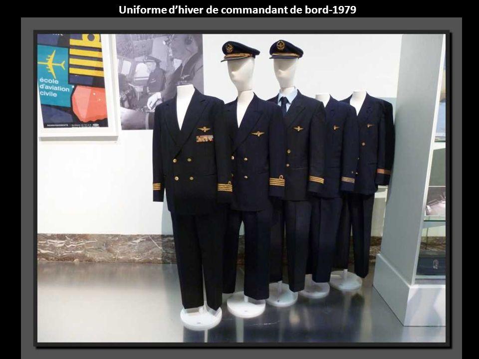 Uniforme dhôtesse au sol-Avril 1971-avril 1973