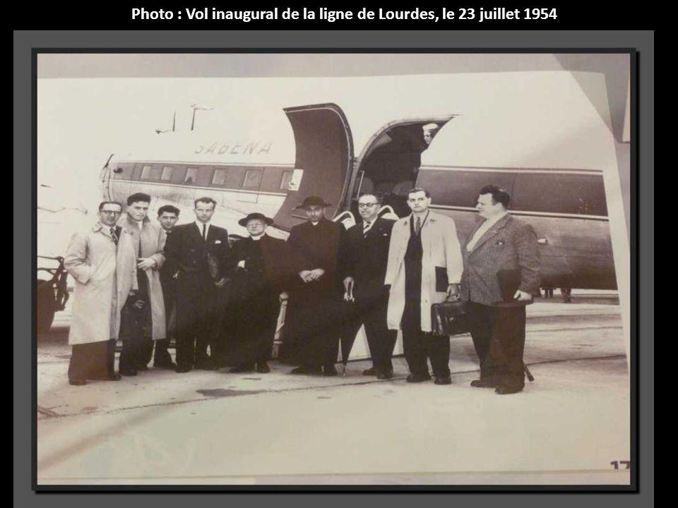 Nursery-flights. Services spéciaux sur la ligne Belgique-Congo-1956. Lhôtesse remplit pas moins de 50 biberons