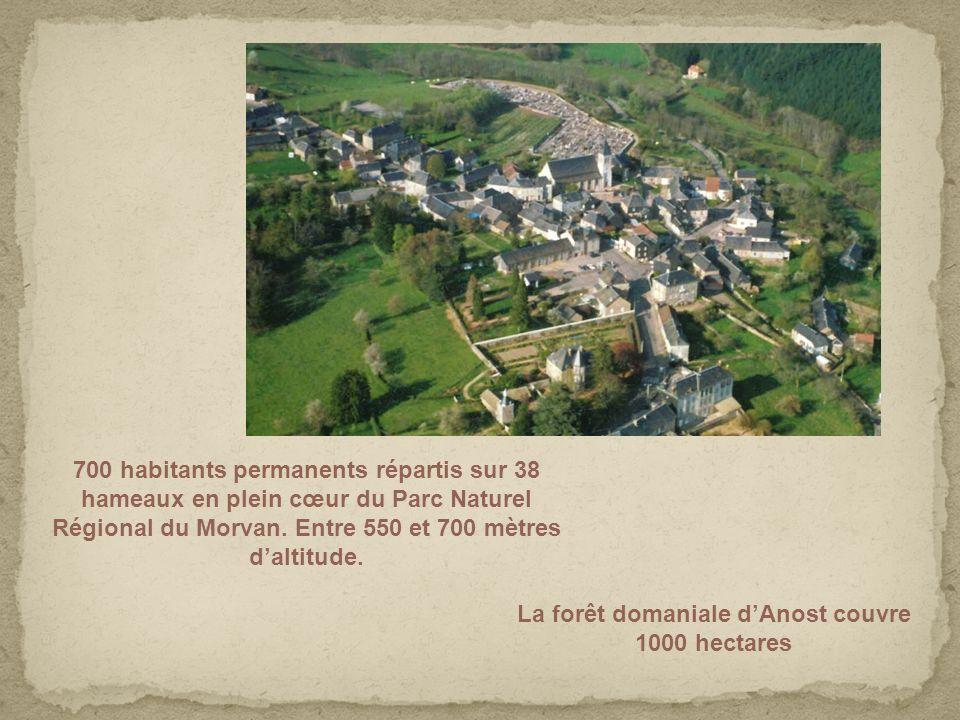 700 habitants permanents répartis sur 38 hameaux en plein cœur du Parc Naturel Régional du Morvan. Entre 550 et 700 mètres daltitude. La forêt domania