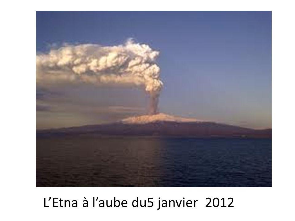 LEtna à laube du5 janvier 2012