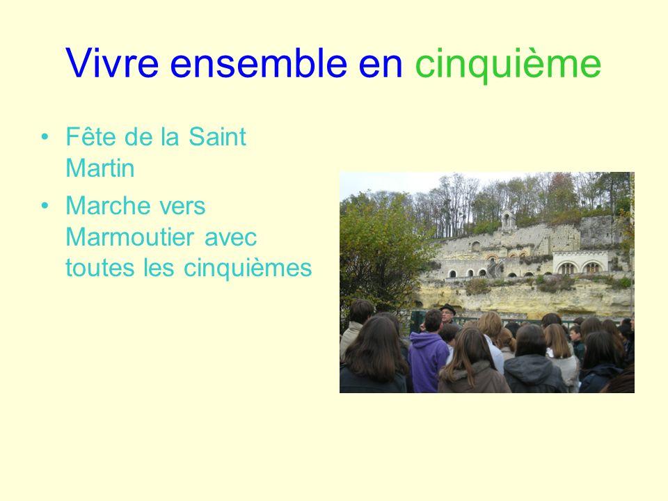 Vivre ensemble en cinquième Fête de la Saint Martin Marche vers Marmoutier avec toutes les cinquièmes