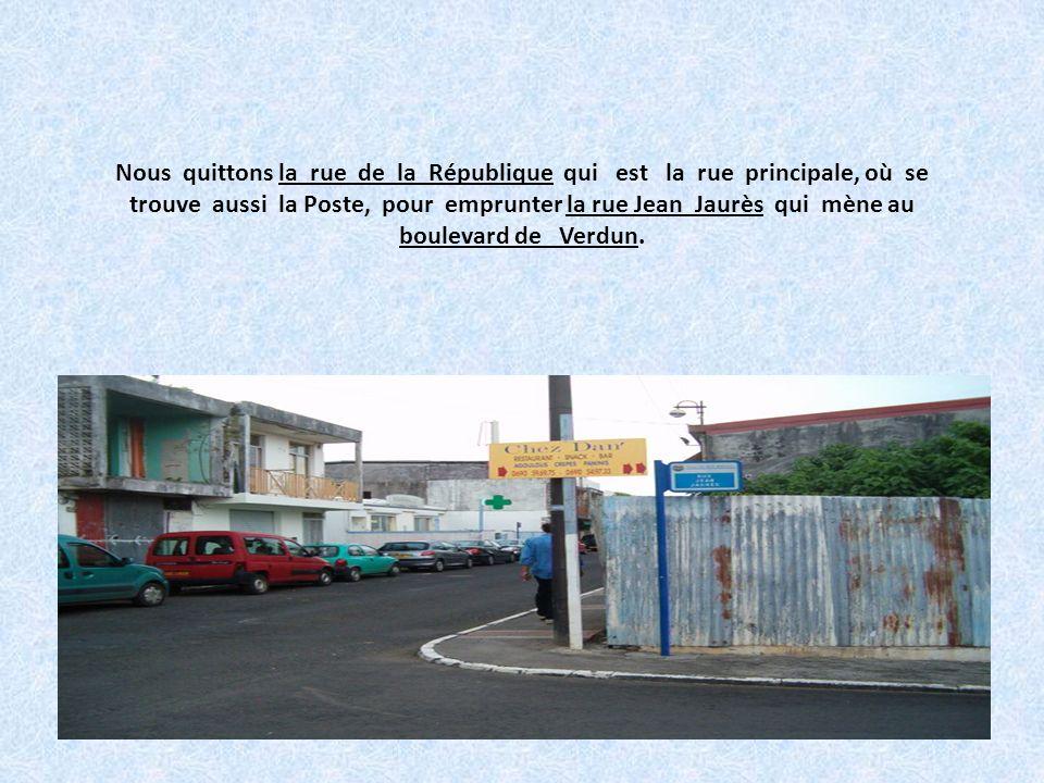 En face de notre école, dans la rue de la république, se trouve lhôtel de police et des archives. La police municipale qui a pour objet dassurer le bo