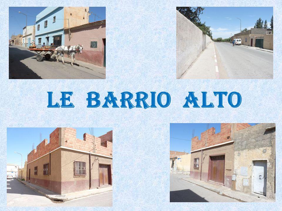 Barrio Alto : Passage à niveau vers le Moulin Cohen.