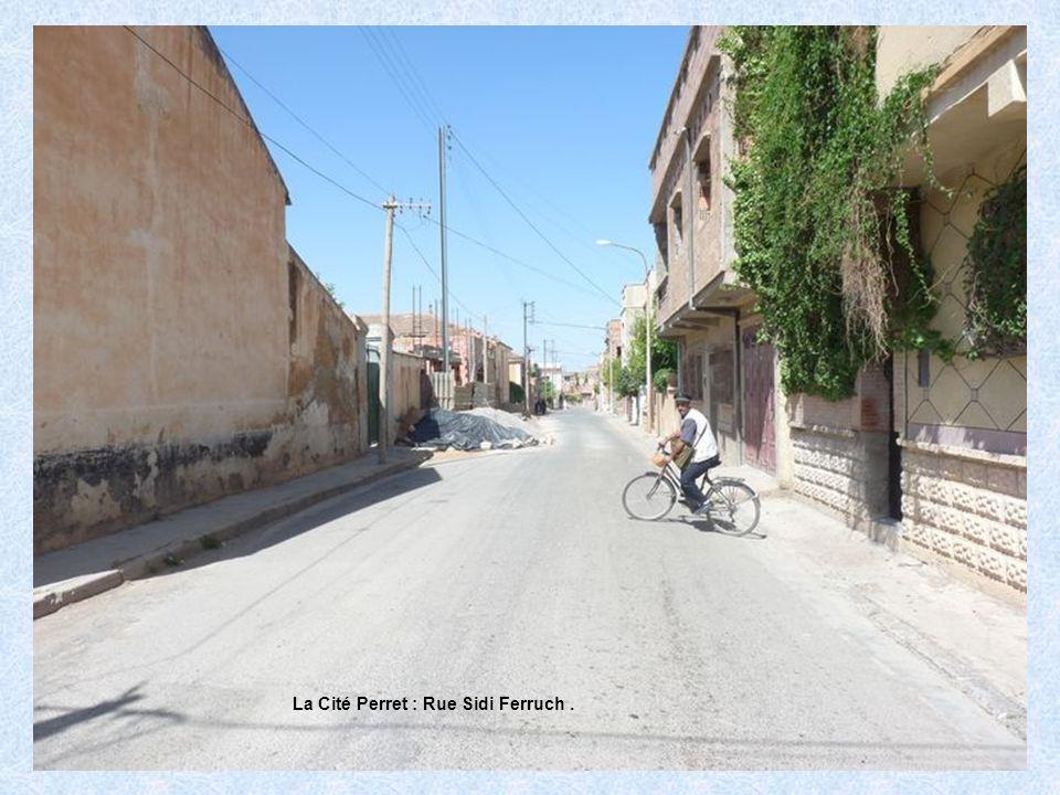La Cité Perret : Rue de Chanzy.