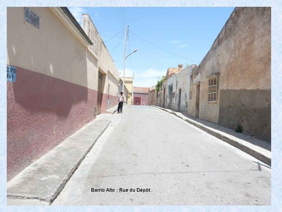 Barrio Alto : Rue du Dépôt.