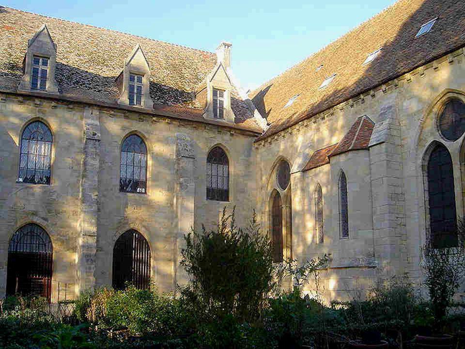 Mort en 1666, Henri de Lorraine avait été le premier membre de la famille à être enterré à Royaumont.