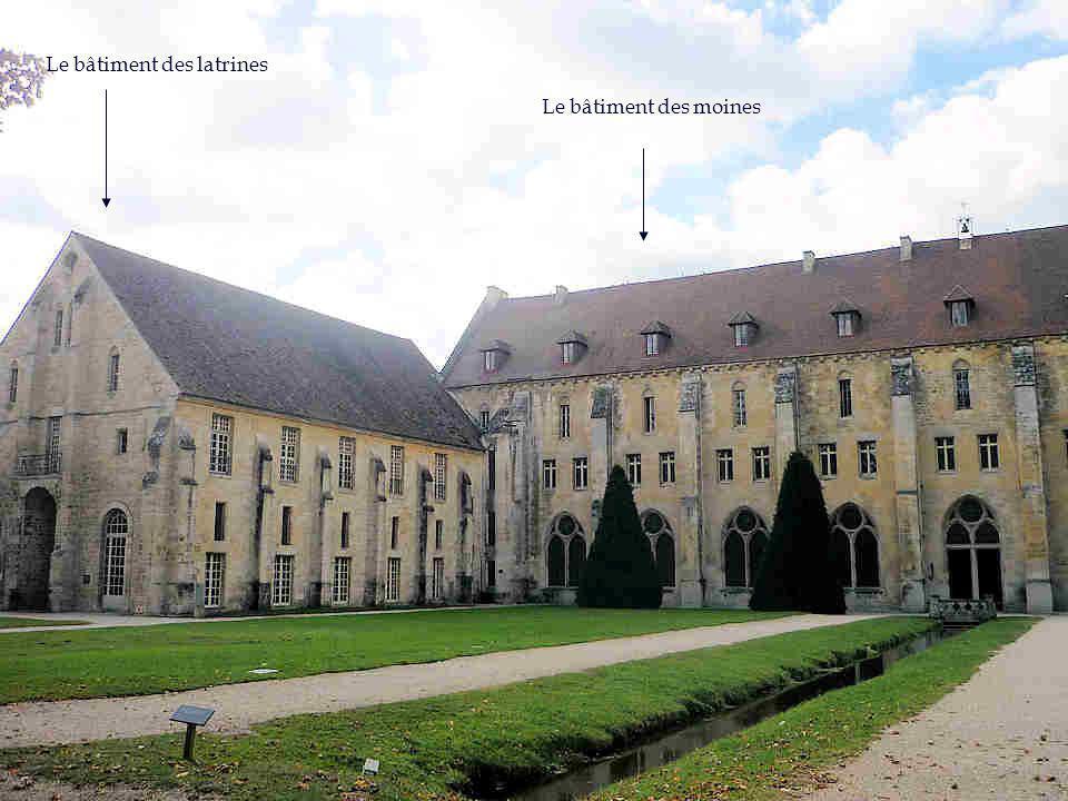 Le château de La Reine Blanche de Castille, mère de Louis IX; le château d origine entièrement détruit à la révolution sera reconstruit sous Louis-Philippe.