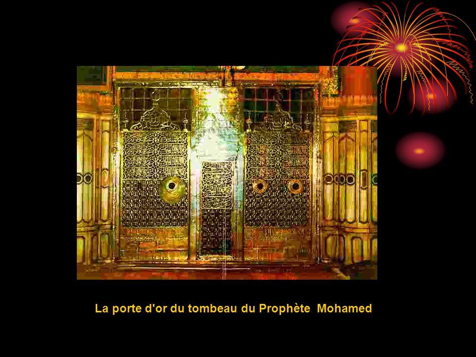 La porte d'or du tombeau du Prophète Mohamed