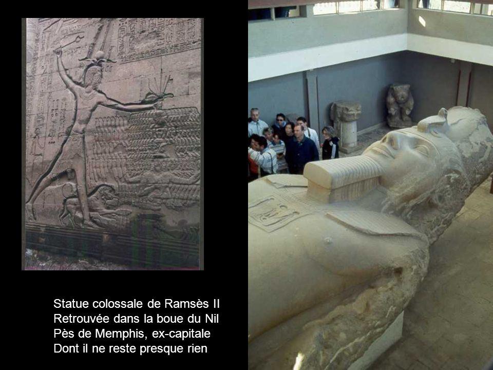 Statue colossale de Ramsès II Retrouvée dans la boue du Nil Pès de Memphis, ex-capitale Dont il ne reste presque rien….