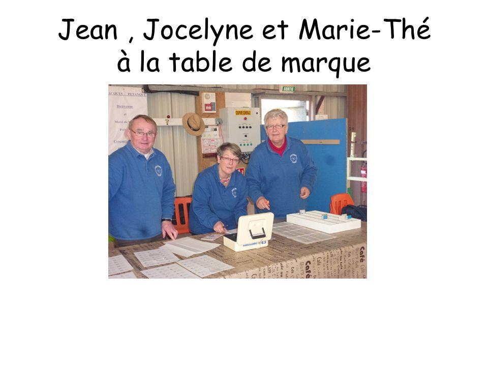Jean, Jocelyne et Marie-Thé à la table de marque