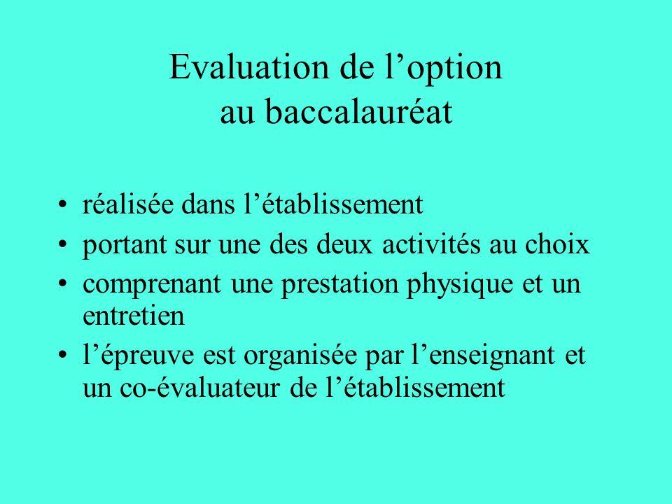 Evaluation de loption au baccalauréat réalisée dans létablissement portant sur une des deux activités au choix comprenant une prestation physique et un entretien lépreuve est organisée par lenseignant et un co-évaluateur de létablissement