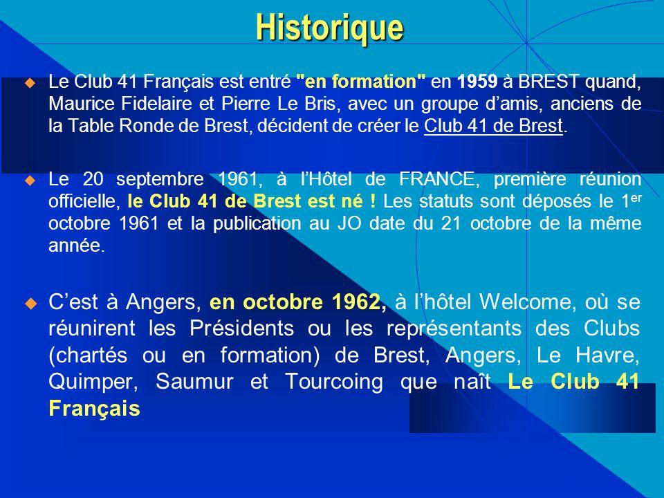 Le Club 41 Français est entré
