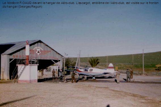 Le Norécrin F-OAUQ devant le hangar de Aéro-club. Lescargot, emblème de lAéro-club, est visible sur le fronton du hangar (Georges Reguin)