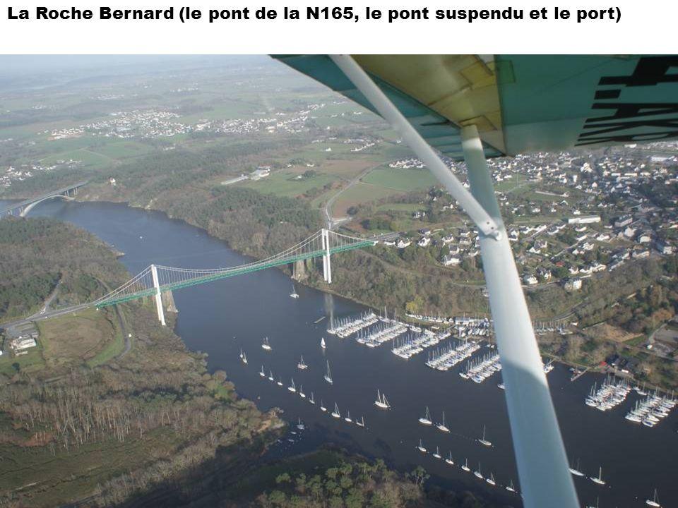 La Roche Bernard (le pont de la N165, le pont suspendu et le port)