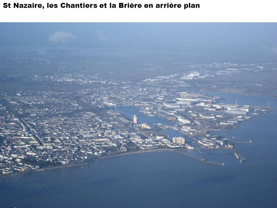 St Nazaire, les Chantiers et la Brière en arrière plan
