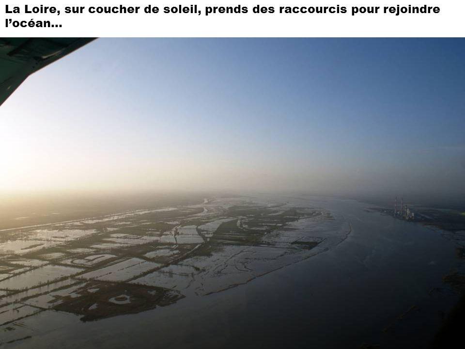 La Loire, sur coucher de soleil, prends des raccourcis pour rejoindre locéan…