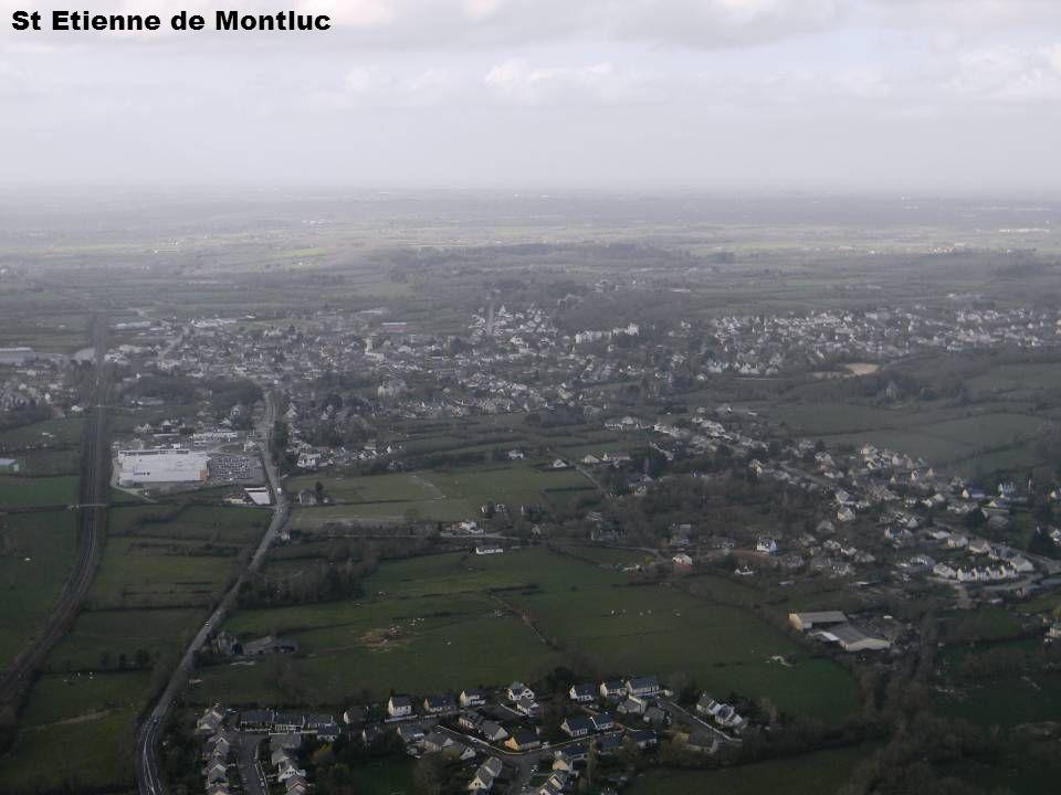 La Loire et son estuaire, un jour de grande marée, fleuve aux airs dAfrique sauvage et lointaine